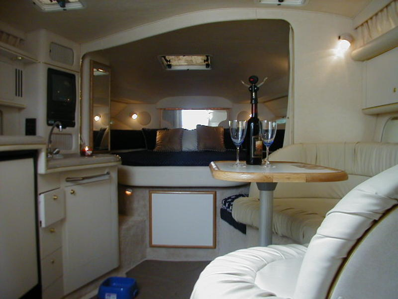 40 ft sea ray sundance yacht interior 3