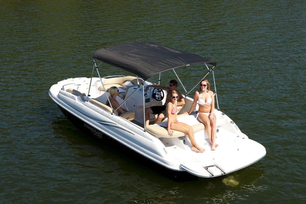 Ski boat : deck-boat